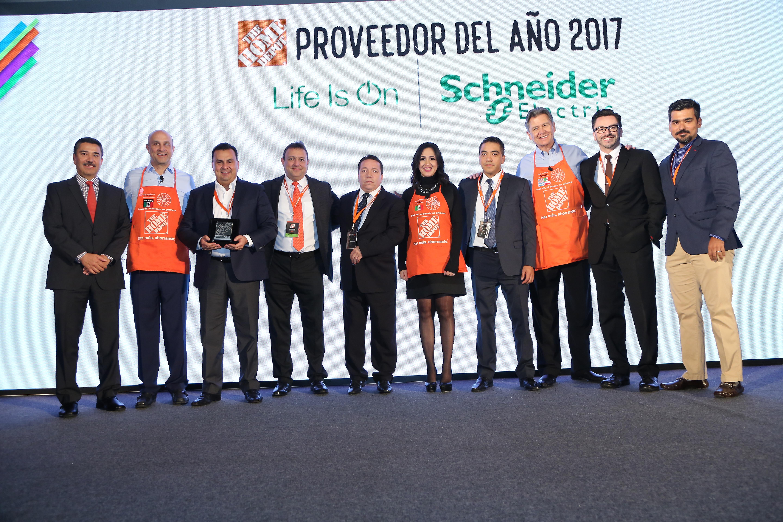 The Home Depot México Reconoció A Schneider Electric Como Proveedor Del Año En Al Destac Por Ser Un Gran Socio De Negocio Y Trabajar